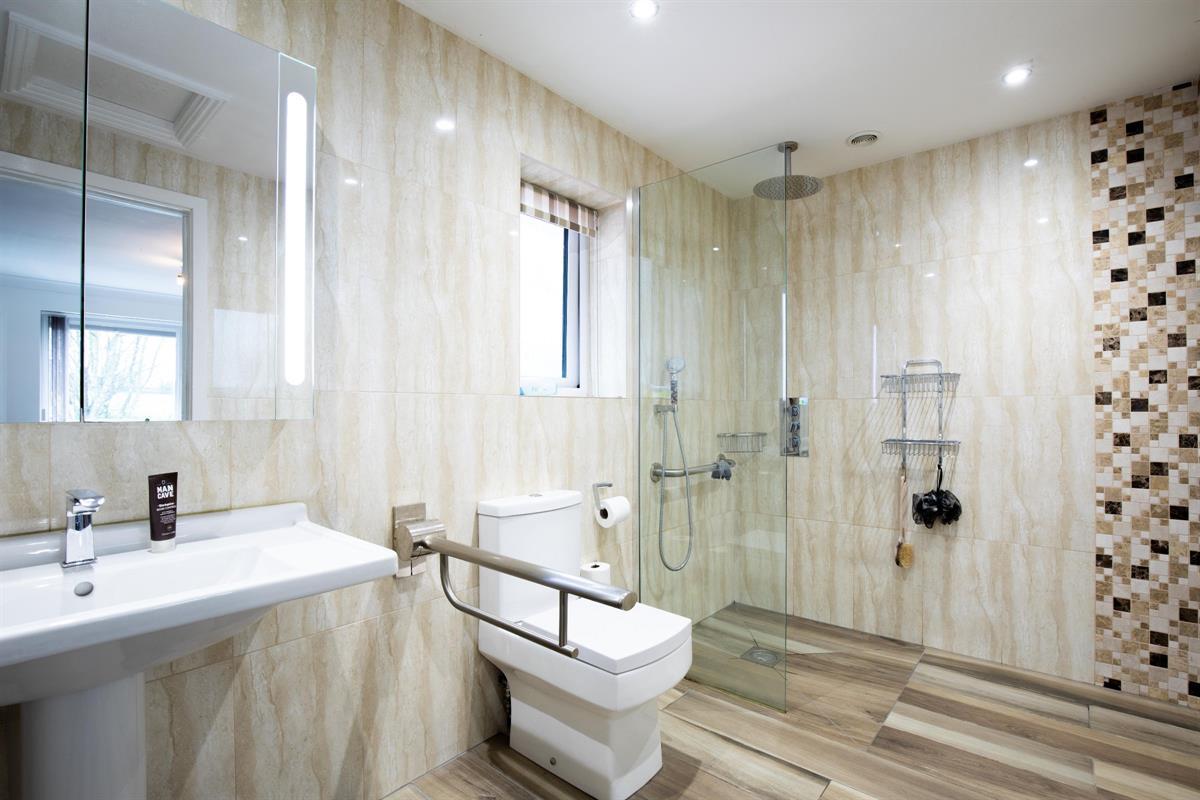Bungalow master bedroom en-suite