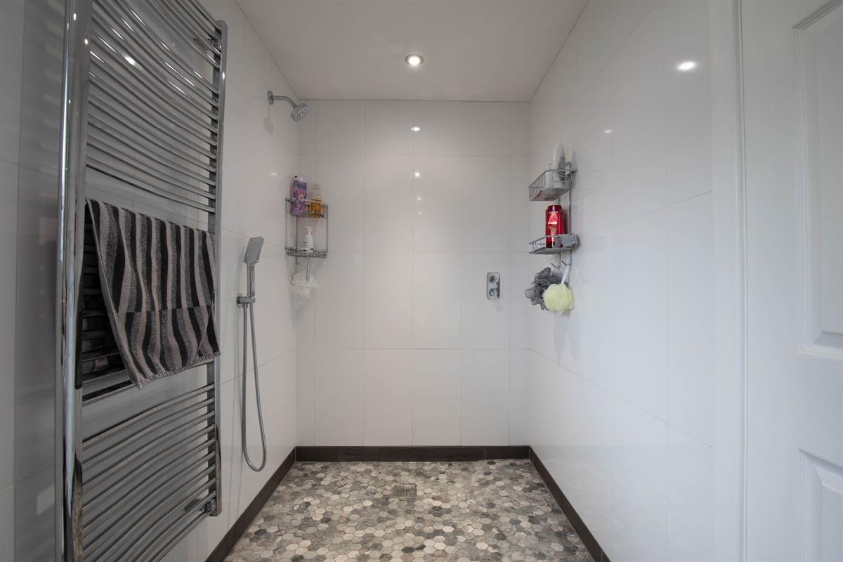 Bungalow family wet room